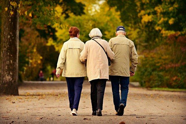 3人の高齢者